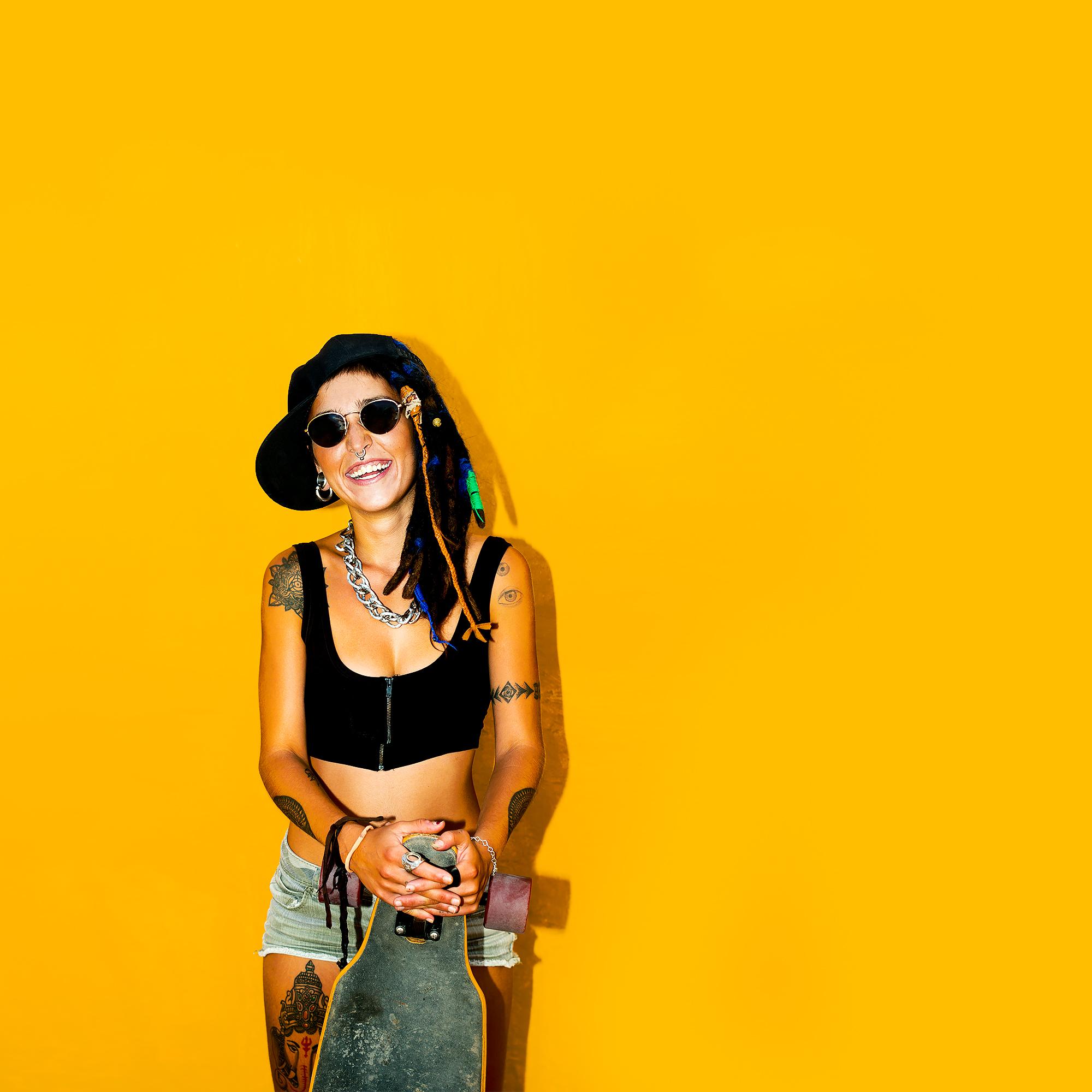 fashion-rasta-girl-with-dreadlocks-and-tattoos-PEG2DL5